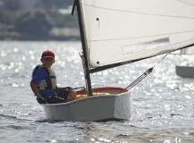 Young yachtsman manages dinghies Optimist.